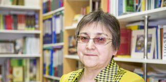 Любовь Жильцова, сельский учитель математики, депутат от партии «ЯБЛОКО» в Псковском областном Собрании депутатов.
