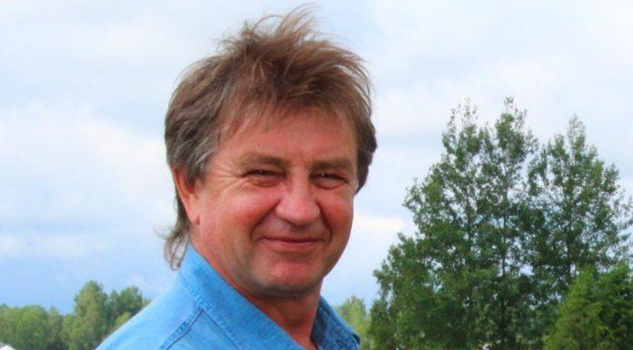 андрей вихман кандидат псковского яблока в областное собрание депутатов