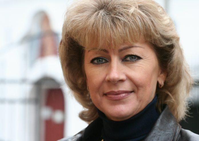 нина сазонова кандидат псковского яблока на выборах депутатов областного парламента