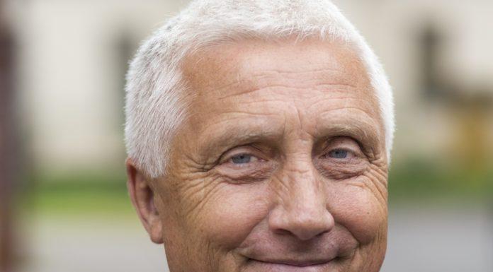 Анатолий Тиханов кандидат Яблока в областное собрание депутатов