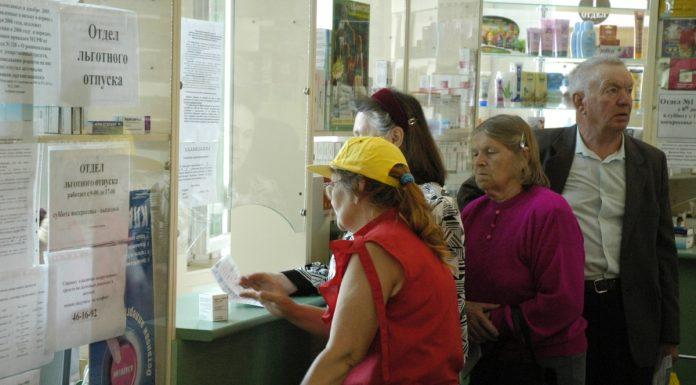 Очередь в псковской аптеке в ожидании льготных лекарств