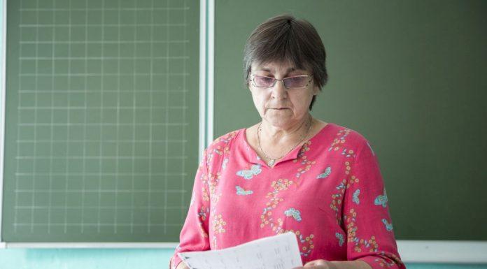 любовь жильцова учитель сельской школы кандидат яблока в псковское областное собрание депутатов