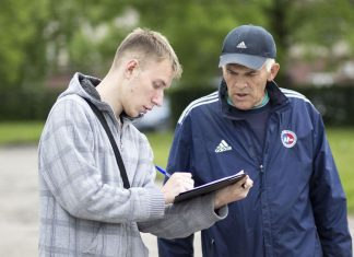 За несколько дней в поддержку прямых выборов мэров Пскова подписались 765 горожан – обычных людей, которых волонтеры останавливали вопросом на улицах.