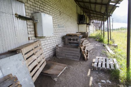 Бывшие склады Плюсского райпо.