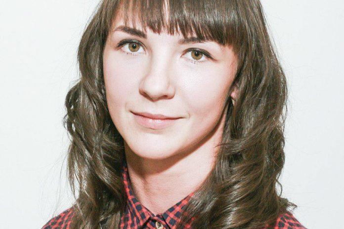 Алена Шестакова, кандидат в депутаты Великолукской городской Думы в составе единого списка кандидатов от партии «ЯБЛОКО» и по одномандатному округу №10.
