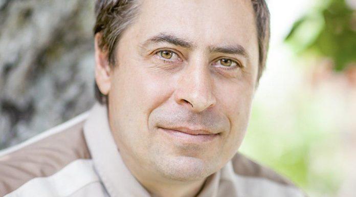 Дмитрий Алексеев, кандидат в Собрание депутатов Великолукского района в составе единого списка партии «ЯБЛОКО» и по одномандатному округу №3.