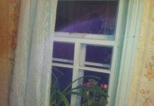 Совершено второе нападение на дом депутата в Пустошке, полиция бездействует