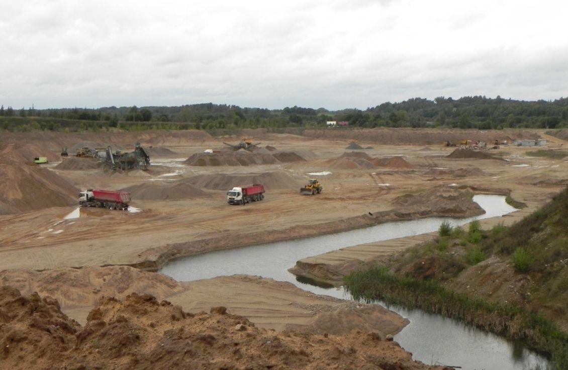 Разработка карьера около деревни Алё Новосокольнического района уничтожила уникальный природный ландшафт.