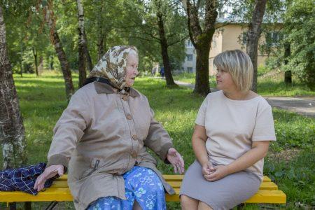 Ветеран труда Раиса Леоновна Тимофеева и Валерия Валериевна Фомина.