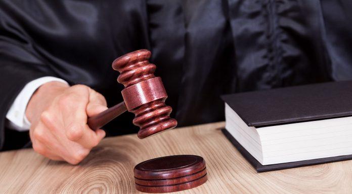 Лидера избирательной кампании в Великолукском районе пытаются остановить через суд.